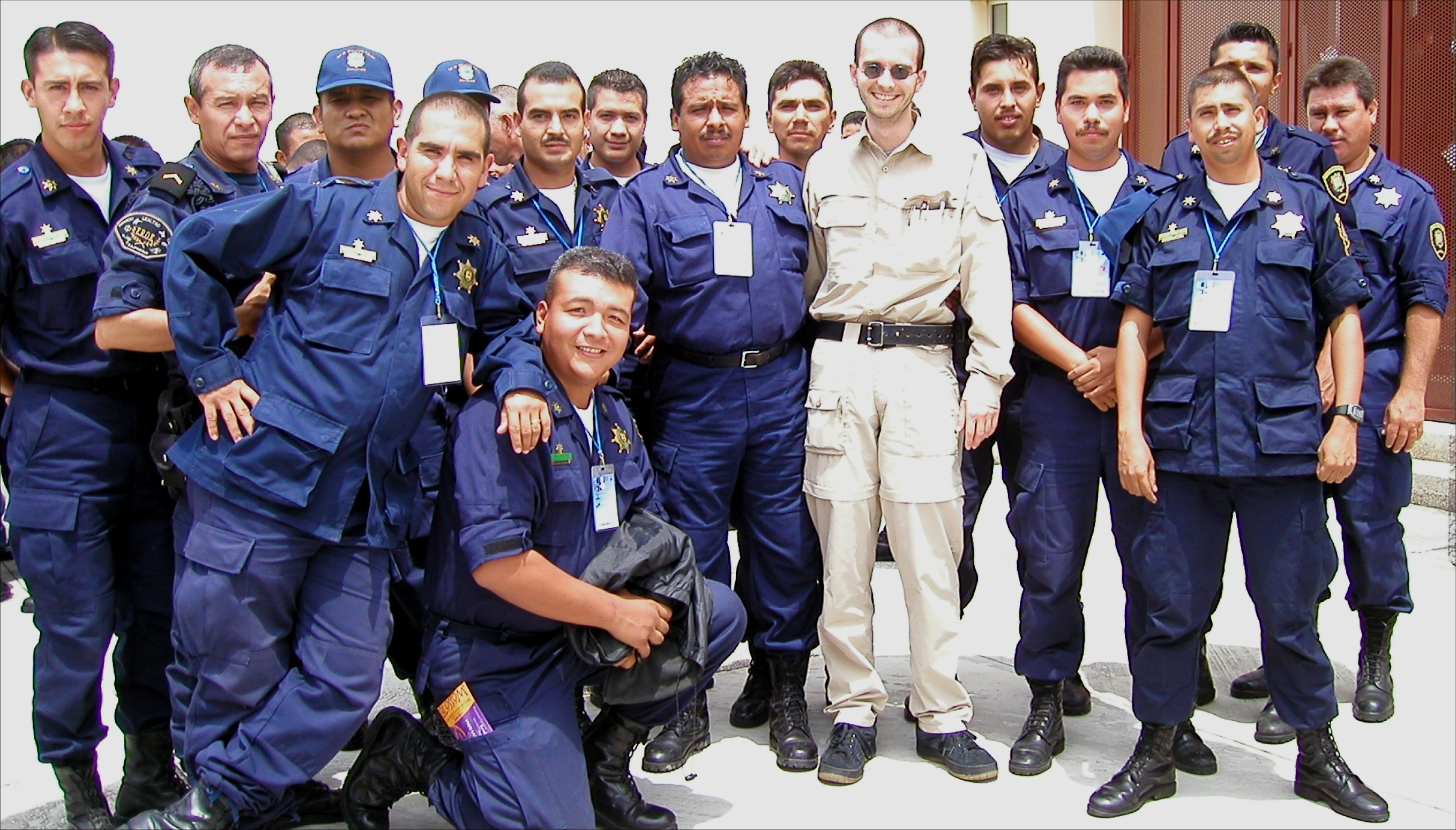 qu_l_mark_benecke_with_mexian_police