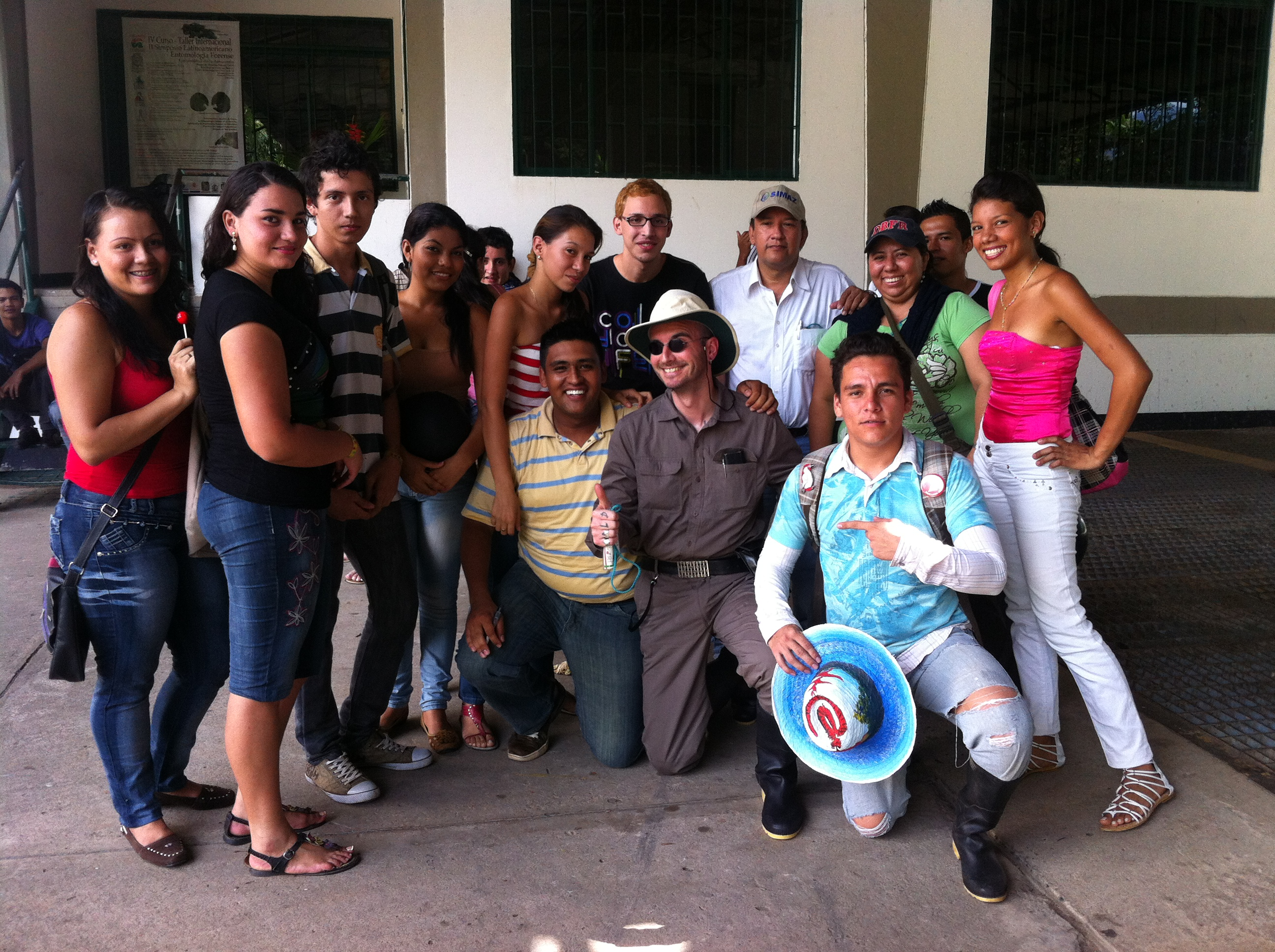 qu_mark_benecke_with_team_in_colombia