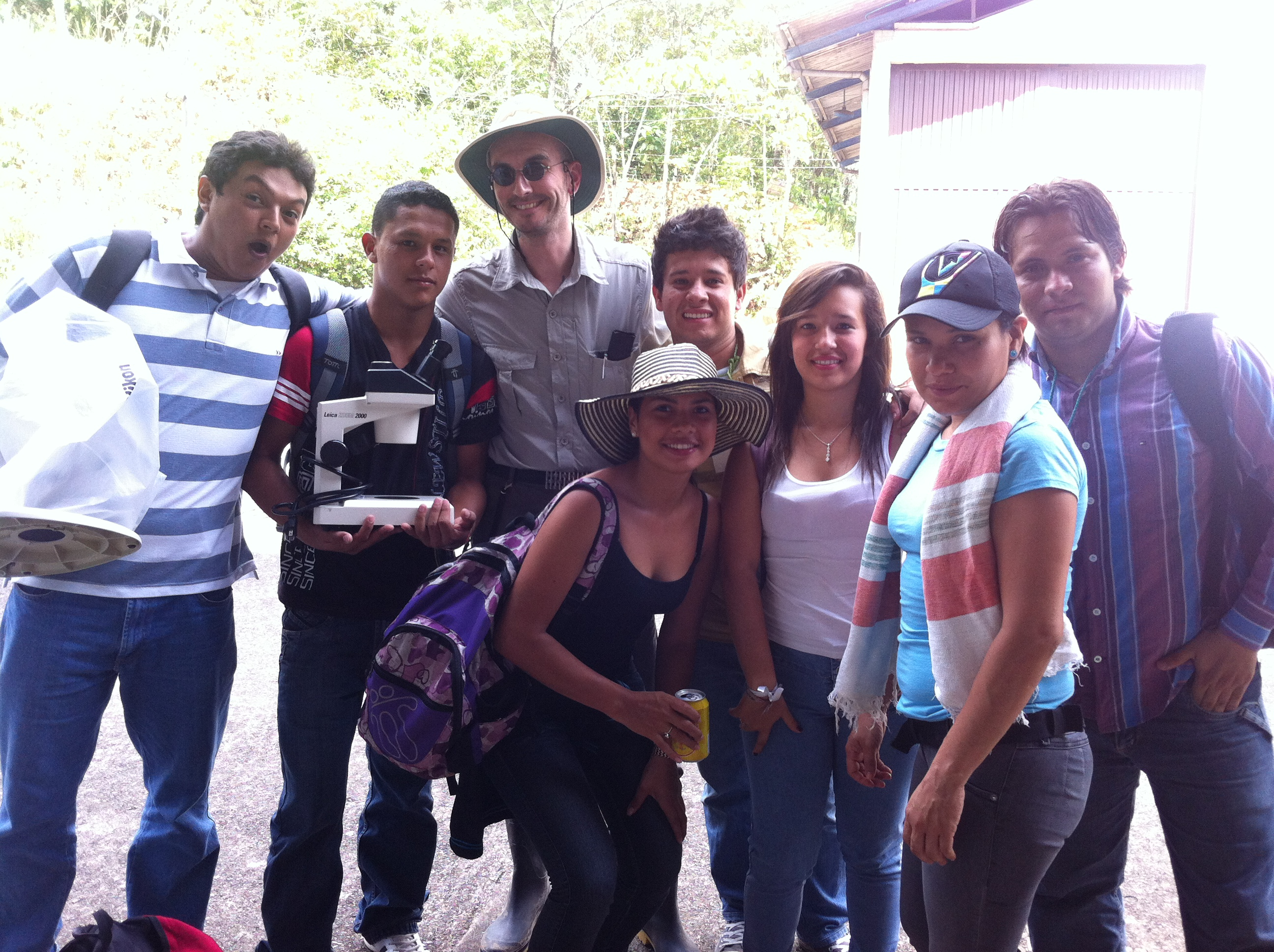 qu_mark_benecke_with_team_in_colombia_4